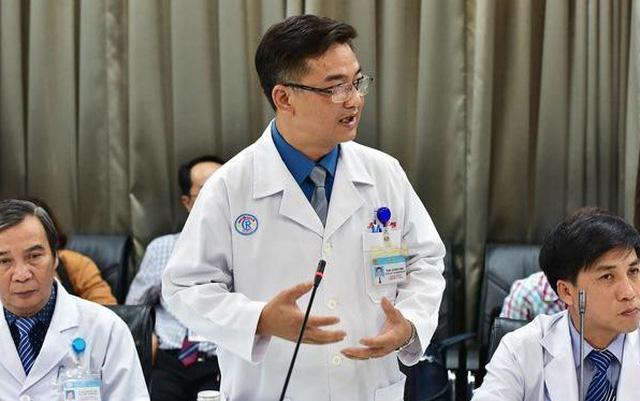 TS.BS Lê Quốc Hùng, Trưởng khoa Bệnh Nhiệt đới, Bệnh viện Chợ Rẫy, TP.HCM - người trực tiếp điều trị thành công cho hai cha con người Trung Quốc mắc Covid-19.