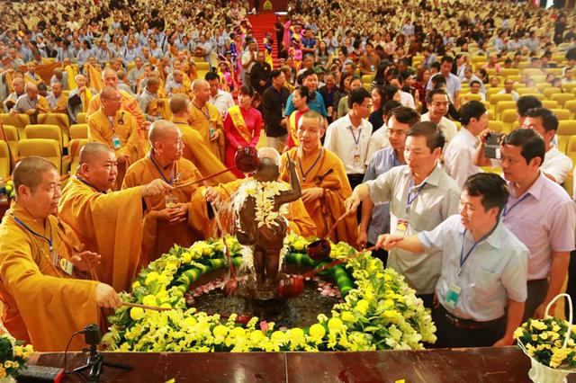 Một số nghi thức thường làm trong ngày Lễ Phật Đản: